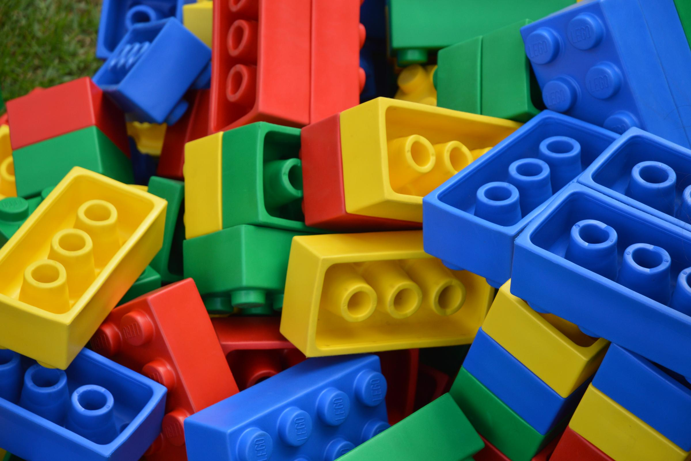 Lots of differently coloured lego blocks